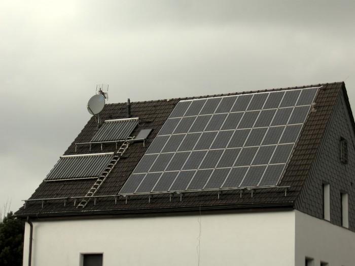 et si vous louiez votre toit pour y mettre des panneaux solaire. Black Bedroom Furniture Sets. Home Design Ideas